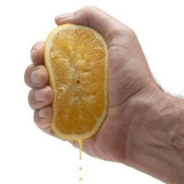 La nouvelle dimension de la poignée de main à l'entrevue
