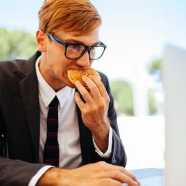 Six bonnes raisons d'éviter l'ordi pendant l'heure du lunch
