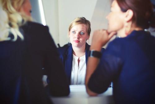 Attends à l'entrevue pour expliquer tes périodes d'inactivité professionnelle